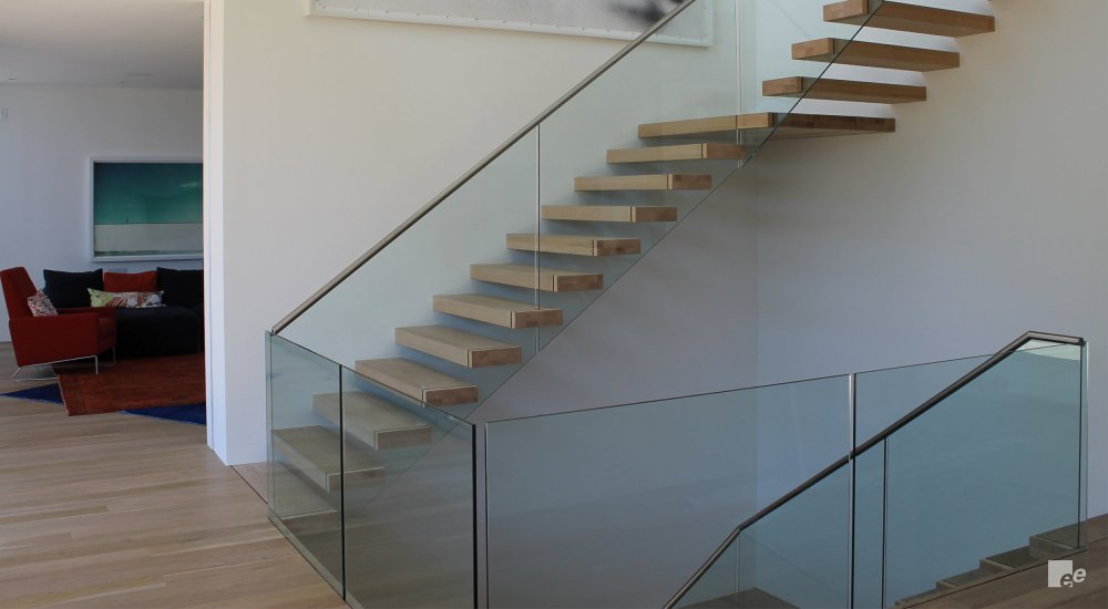 Minimalistic staircase design with balcony
